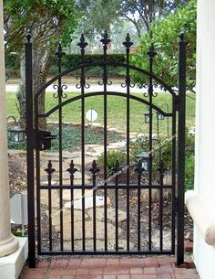 Bing : Garden Doors And Gates Wrought Iron Gate Designs, Wrought Iron Garden Gates, Garden Gates And Fencing, Metal Gates, Garden Doors, Metal Doors, Rod Iron Fences, Old Gates, Aluminium Gates