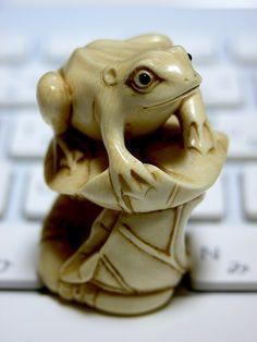 frog on lotus netsuke