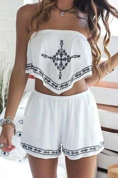 Strapless crop top + printed loose-fitting shorts twinset white: two-piece outfits Boho Outfits, Summer Outfits, Casual Outfits, Cute Outfits, Fashion Outfits, Summer Shorts, Bohemian Outfit, Fall Outfits, Fashion Ideas