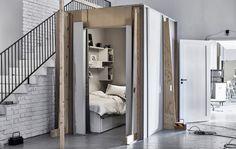 Kuva portaiden alapuolella sijaitsevasta nukkumapaikasta Ideat-laboratoriosta.
