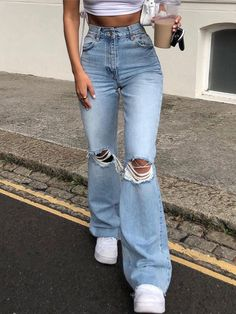 Wide Leg Denim, Ripped Denim, Skinny Jeans, Mom Jeans Outfit, Flare Jeans Outfit, Tattered Jeans Outfit Casual, Jeans Boyfriend, Ripped Knees, Cute Casual Outfits