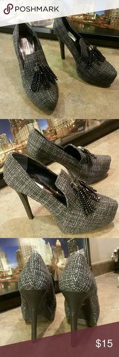 VERA WANG VERA WANG  Tweed Platform  Heels 6 M Black and White Tassels Simply Vera Vera Wang Shoes Heels
