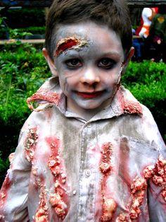 Ropa De Zombie Para Niños. ¿Tu pequeño tiene una fiesta de disfraces y no sabes cómo vestirlo? Tranquila, vestir a tus hijos de zombies es no solo una forma original de hacerlo, sino