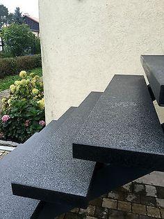 Blockstufe dunkel rutschsicher Trittstufe Treppenstufe Aussentreppe Steinstufen