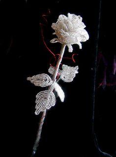 Amazing silver rose, done in the french flower technique.  ¡ cultivo una rosa blanca en junio como en enero para el amigo sincero que me da su mano franca y para aquel que me arranca el corazón con que vivo, cardos ni ortigas cultivo.......cultivo una rosa blanca ¡