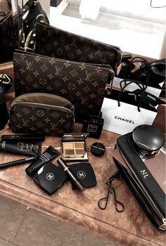 Makeup Travel Case, Travel Cosmetic Bags, Makeup Case, Makeup Bag Organization, Makeup Training, Luxury Bags, Best Makeup Products, Beauty Makeup, Stylish