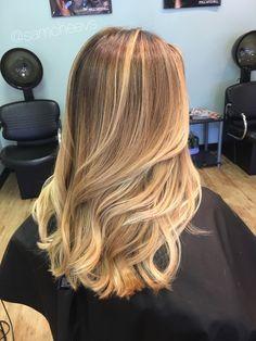 Sandy warm platinum honey blonde balayage highlights hair for spring // medium hair cut with long layers
