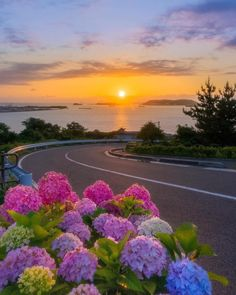 What a beautiful landscape . - aysel eren - - What a beautiful landscape . Nature Images, Nature Photos, Wonderful Places, Beautiful Places, Beautiful Scenery, Calming Pictures, Beautiful Sunrise, Science And Nature, Ciel