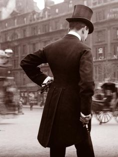 a gent in London, 1904. Vintage, not truly steampunk.  But, boy, does he have the look!