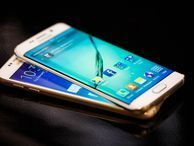 Samsung Galaxy S6, S6 Edge or S5 -- which do I choose? Samsung has a dizzying array of flagship smartphones. CNET's Marguerite Reardon helps you break down your options.