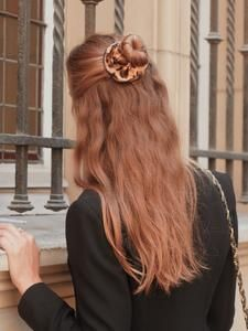 Scrunchie is back - Marque d'accessoires pour cheveux made in France Scrunchies, Cute Hairstyles, Long Hair Styles, Prune, How To Make, Beauty, Household, Hacks, Accessories