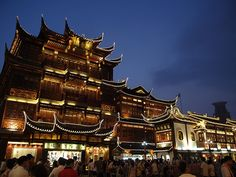 Yu'yuan market, Shanghai by chuha, was there during the day, but so much more ominous at night