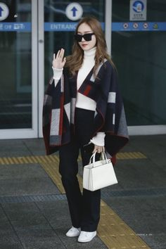 170216 Jessica Jung @ Incheon Airport heading to Taiwan for Dior Addict Lacquer Launched Party in Taipei by Dispatch Snsd Fashion, Korean Fashion, Girl Fashion, Fashion Outfits, Womens Fashion, Fashion Design, Fashion Trends, Korean Outfit Street Styles, Casual Street Style