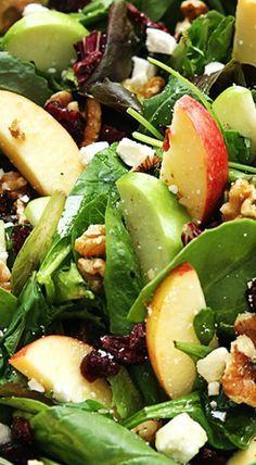 ENSALADA FRUTAL - Manzanas rojas y verdes en gajos, nueces, pasas de arándanos, cubos de queso feta y hojas tiernas de espinaca. Aderezar con un mix de oliva, vinagre de manzana, sal, pimienta y un poco de miel ... tan ricaaaa !!!
