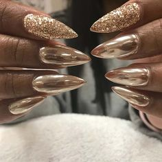 Chrome nails are the latest technology used by all trendy ladies and top nail bar salons. They use some gold/silver and metal nails to make them look gold foil/silver. Have you tried Chrome Nail Art Designs bef Gold Chrome Nails, Chrome Nails Designs, Chrome Nail Art, Metallic Nail Polish, Gold Nail Art, Gold Glitter Nails, Silver Nails, Nail Art Designs, Nail Design