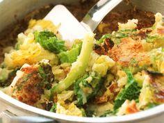 Kartoffel-Wirsing-Gratin auf englische Art (Bubble and squeak) ist ein Rezept mit frischen Zutaten aus der Kategorie Wurzelgemüse. Probieren Sie dieses und weitere Rezepte von EAT SMARTER!