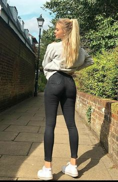 Curvy Girl Outfits, Teen Fashion Outfits, Sexy Jeans, Skinny Jeans, Women's Jeans, Mädchen In Leggings, Girls Jeans, Jeans Women, Curvy Women