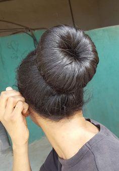 Cool Hairstyles Hairstyles With Bangs Hairstyles Mens Bun Hairstyles For Long Hair, Braids For Long Hair, Boho Hairstyles, Beautiful Buns, Beautiful Long Hair, Donut Bun, Big Bun, Homecoming Hairstyles, Saree Dress