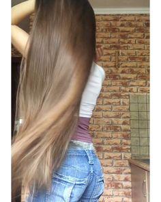 VIDEO on Instagram Long Dark Hair, Very Long Hair, Long Hair Video, Silky Hair, Beautiful Long Hair, Layered Cuts, Female Images, Long Hairstyles, Hair Videos