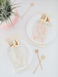 DIY patterned flatware pouches | sugarandcloth.com, cool idea for wrapping gifts!
