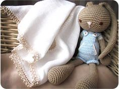 Cómo decorar una gasa de bebe con una puntilla de crochet