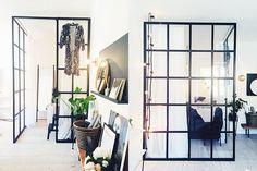 Om att göra om en liten etta till en tvåa Small Space Living, Small Spaces, Home Bedroom, Bedroom Decor, Steel Doors And Windows, One Room Apartment, Interior And Exterior, Interior Design, Tiny Apartments