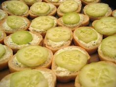 Cucumber Dip (gluten-free, contains dairy) - Vegetarian Gastronomy Clean Eating Vegetarian, Easy Vegetarian Dinner, Eating Vegan, Healthy Pasta Sauces, Vegan Sauces, Delicious Vegan Recipes, Raw Food Recipes, Dip Recipes, Healthy Recipes