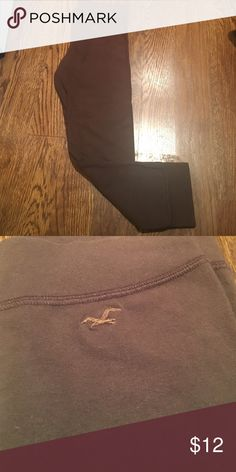 Hollister Leggings! Barely worn due to color (brown), GREAT condition. Price is NEGOTIABLE! Hollister Pants Leggings