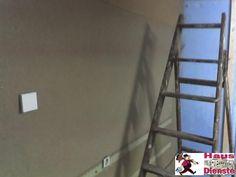 """2008 Internetcafe """"internetcity""""  Erst einmal die Wände Renovieren und Elektrik neu installieren!"""