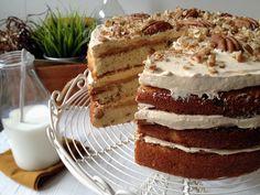 Y aquí tenéis mi propuesta de hoy: Un suave y delicioso pastel de vainilla con cremoso relleno de caramelo y un generoso toque de nueces pecanas tostadas. Una maravillosa alternativa
