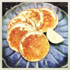 Zöldcitromos  amerikai palacsinta - #tejmentes #glutenmentes és fantasztikusan egyszerű! Recept a honlapon zest.hu #mutimiteszel #mutimiteszel_fitt #mutimiteszel_mentes #gasztrofoto #gasztro #mik_gasztro #ikozosseg #palacsinta #brunch #finomvolt #gasztronómia #mikgasztro #fincsi #amerikaipalacsinta #reggeli Fitt, Hamburger, Pancakes, Brunch, Breakfast, Morning Coffee, Pancake, Burgers, Crepes