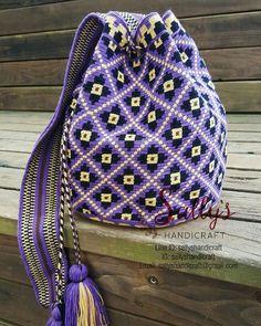 "14 Beğenme, 1 Yorum - Instagram'da กระเป๋าวายูแท้100% Wayúu bag (@sallyshandicraft): ""Wayuu bag size L single thread. Contact via Line: sallyshandicraft Partly profits of your…"" Tapestry Bag, Handicraft, Drawstring Backpack, Macrame, Backpacks, Knitting, Crochet, Lace, Fashion"
