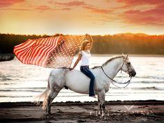 SENIOR GIRL | HORSE | AMERICAN FLAG | WESTERN WASHINGTON SENIOR PHOTOGRAPHER |WWW.CHELSEAATKINSPHOTOGRAPHY.COM