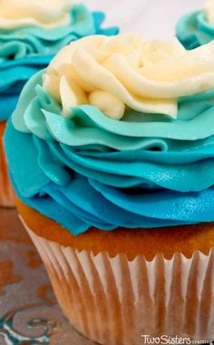 Frozen Ombre Swirl Cupcakes