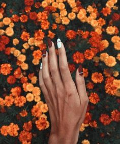 Decorated Nails: This is the manicure you do in this he .- Verzierte Nägel: Dies ist die Maniküre, die Sie in diesem Herbst tragen werden Decorated nails: this is the manicure you& be wearing this fall – - Oval Nail Art, Oval Nails, White Nails, Pink Nails, Black Nails, Glitter Nails, Burgendy Nails, Hair And Nails, My Nails