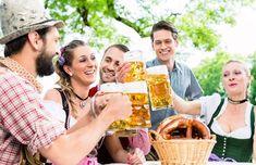 3 festlekar som fixar Oktoberfesten! Waiting List, Lederhosen, Food Themes, Brewing Company, Delena, Oktoberfest Tips, Couple Photos, Celebrities, Barn