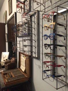 #serieslimitadas#exclusivo#salud Display Design, Store Design, Bamboo Shop, Optometry Office, Eyeglass Stores, Eyewear Shop, Store Counter, Glasses Shop, Optical Shop