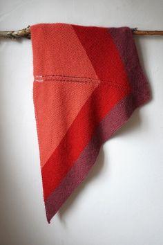 Elisabeths Kolonihavesjal Knit Cowl, Knitted Shawls, Crochet Shawl, Crochet Pattern, Knit Crochet, Drops Design, Lace Knitting, Knitting Patterns Free, Ponchos