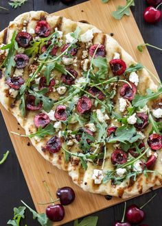 Grilled Cherry, Goat Cheese, and Arugula Pizza Grilled pizza is perfect for summer and this cherry and goat cheese combination is delicious! Vegetarian Grilling, Grilling Recipes, Vegetarian Recipes, Healthy Recipes, Healthy Snacks, Grilling Ideas, Healthy Grilling, Barbecue Recipes, Barbecue Sauce