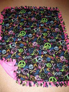 Skulls N Peace Graffitti w/ Very Berry back Fleece Tie Blanket