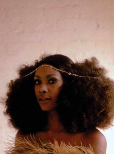 dunx: hoodoothatvoodoo: Eve Arnold (American, b. Arlene Hawkins with Afro puffs, New York City, 1968 why can't my hair get this long? OMG HER HAIR ^-^ i love Cabello Afro Natural, Pelo Natural, Natural Afro Hair, Hair Afro, 4c Hair, Curly Hair Styles, Natural Hair Styles, Hair Evolution, Hair Puff