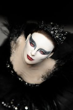 The Dollery Anniversary Doll Show other stories relating to the swan theme for inspiration e. the black swan Halloween Ii, Halloween Face Makeup, Ooak Dolls, Art Dolls, Black Swan Movie, White Swan, Paperclay, Clay Figures, Swan Lake