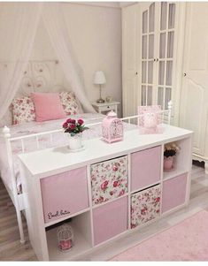 I love this setup. Lilys big girl bed with a cube organizer at the foot of the bed. The post I love this setup. Lilys big girl bed with a cube organizer at the foot of the b appeared first on Kinderzimmer. Big Girl Bedrooms, Little Girl Rooms, 6 Year Old Girl Bedroom, Princess Bedrooms, Bedroom Storage, Bedroom Decor, Bedroom Ideas, Girls Room Storage, Bedroom Bed