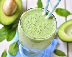 Fruits and vegetables in nutritious, delicious and packed with antioxidants 10 healthy smoothie recipes and protein shakes with avocado, banana, vegetables. Tea Smoothies, Smoothie Detox, Healthy Smoothies, Healthy Fats, Morning Smoothies, Green Smoothies, Avocado Smoothie, Avocado Juice, Healthy Smoothie Recipes