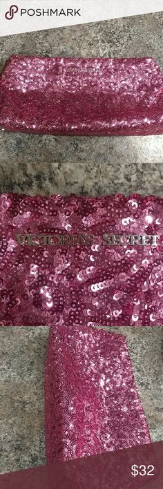 Victoria's secret clutch ❄30 min sale❄ In perfect condition! Clutch/makeup bag. Feel free to make me an offer! :) Victoria's Secret Bags Clutches & Wristlets
