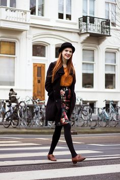 Retro / vintage fashion blogger outfit with bowler hat, pencil skirt and brogues