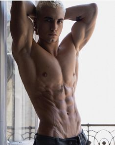 magyarsracok's Photos in Social Media Account Hilary Knight, Natural Bodybuilding, Types Of Guys, Is 11, Perfect Body, White Photography, Hot Guys, Kiss, Social Media