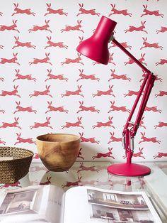 March Hare Red från Jane Churchill