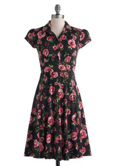 Author's Autograph Floral 1940s Style Day Dress  http://www.vintagedancer.com/1940s/1940s-womens-clothes/