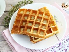 For an afternoon snack, enjoy these delicious waffles! - Recipe Dessert : Light and crunchy waffles by PetitChef_Official Churros, Nutella, Waffle Machine, Lunch Menu, Waffle Iron, Afternoon Snacks, Special Recipes, Brunch, Dessert Recipes